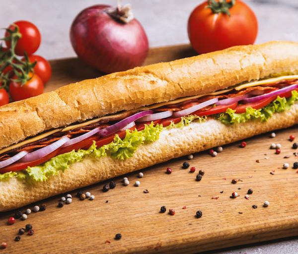 Բեկոնով և Պեպերոնիով սենդվիչ 30սմ 12 Կտոր Պիցցա