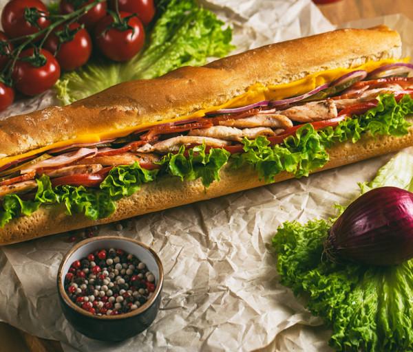 Հավի կրծքամսով և բեկոնով սենդվիչ 30սմ 12 Կտոր Պիցցա