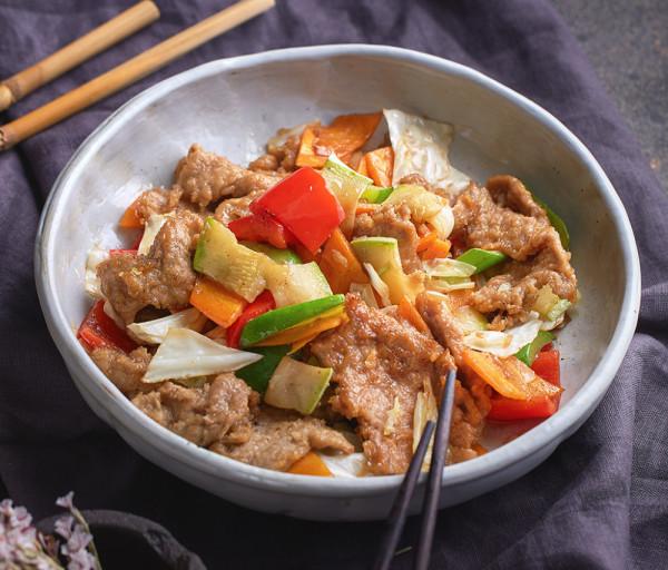 Հորթի միս բանջարեղենով Չայխոնա