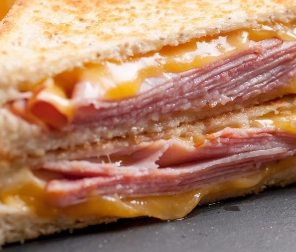 Սենդվիչ խոզապուխտով և պանրով Մոնրո Ռեստորան