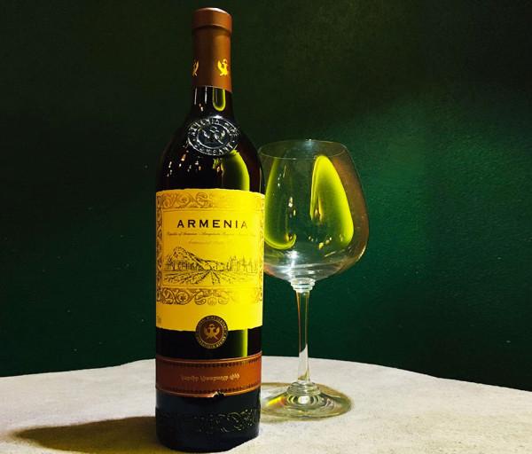 Կարմիր կիսաքաղցր գինի Արմենիա 0.75լ
