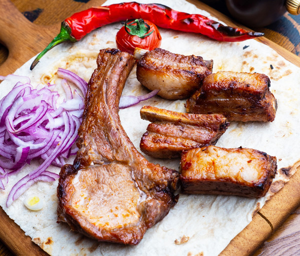 Խոզի խորոված խառը Յասաման ռեստորան