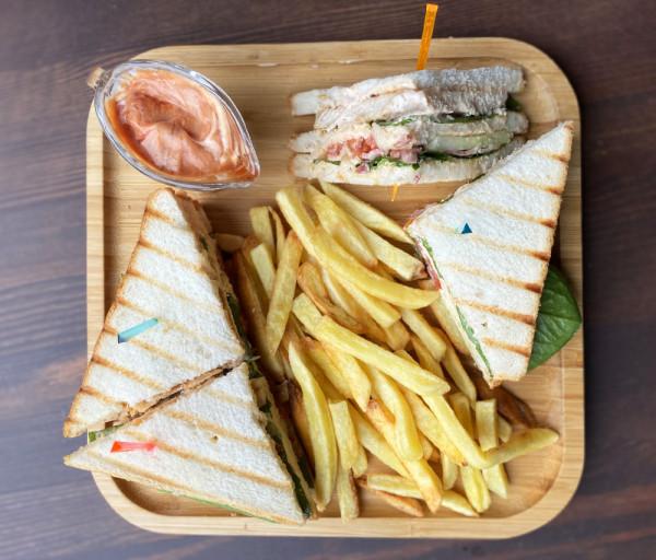 Քլաբ սենդվիչ + կարտոֆիլ ֆրի