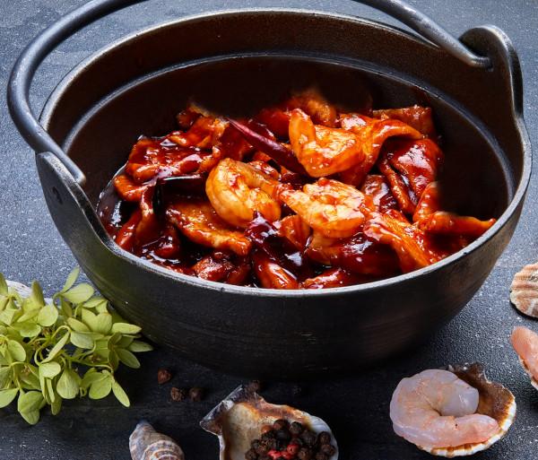 Խոզ ծովախեցգետիններով կծու-թթու-քաղցր սոուսով կրակի վրա Դրագոն Գարդեն