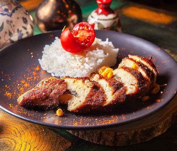 Հավի կրծքամիս լցոնած է սնկով և եգիպտացորենով Մասուր Ռեստորան