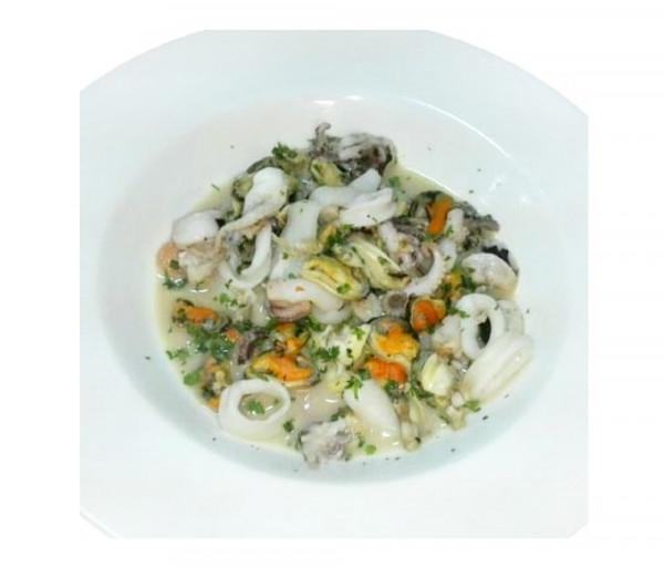 Ծովամթերք կարագի և սպիտակ գինու սոուսով Լա Քուչինա