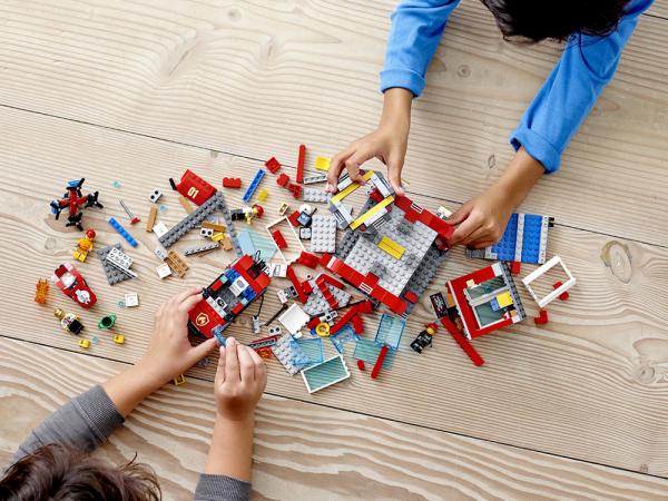 Lego City Կառուցողական Խաղ «Հրդեհաշեջ մեքենաների շենք»