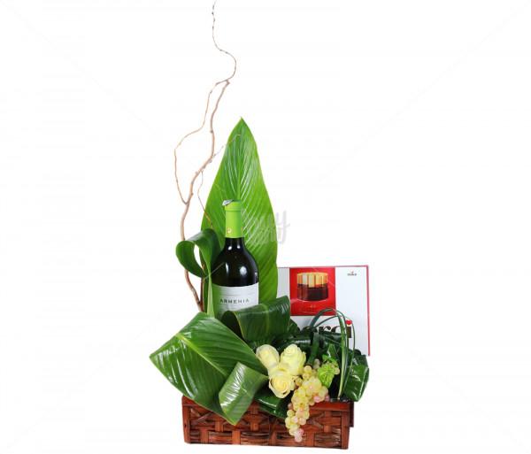 Կոմպոզիցիա «Վարդեր, գինի, շոկոլադ» Anahit