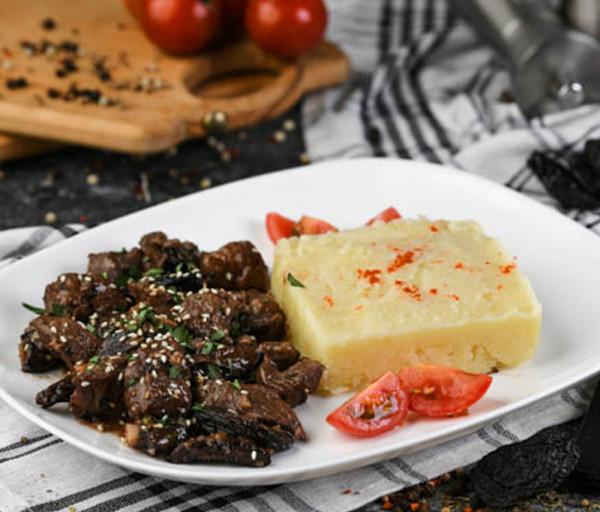 Խոզի միս սալորաչրով և գինու սոուսով Segafredo
