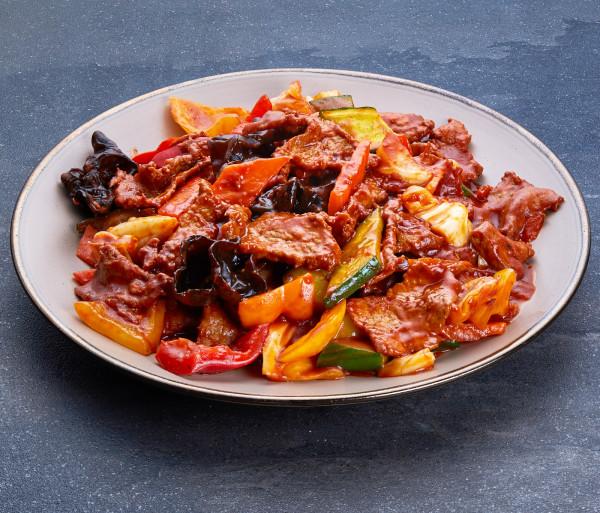 Հորթի միս բանջարեղենով Դրագոն Գարդեն