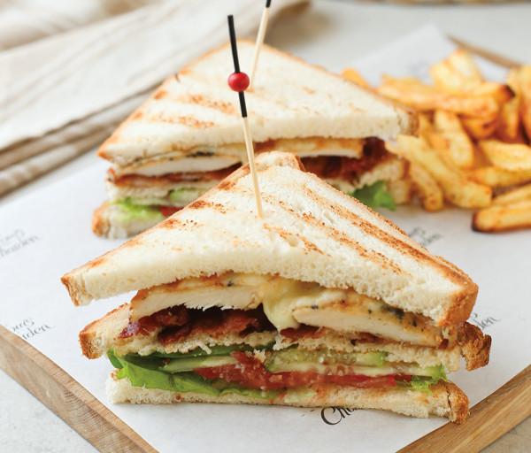 Քլաբ սենդվիչ հավով և բեկոնով Լուի Շարդեն