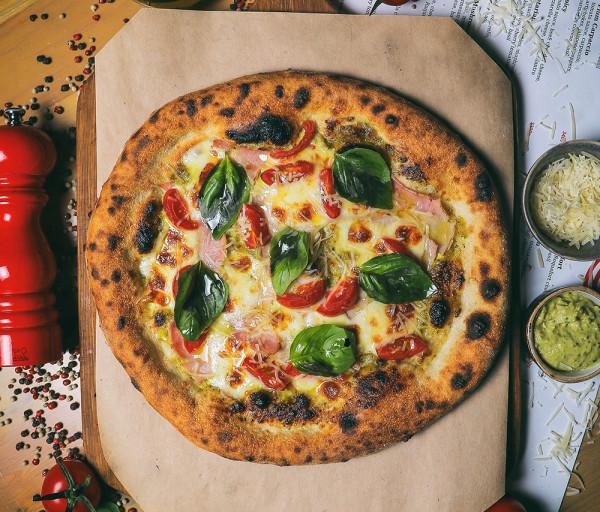 Նեապոլիտանական պիցցա Պեստոյով և խոզապուխտով 12 Կտոր Պիցցա