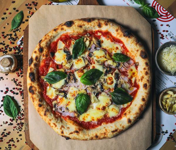 Նեապոլիտանական պիցցա խոզապուխտով և սնկով 12 Կտոր Պիցցա