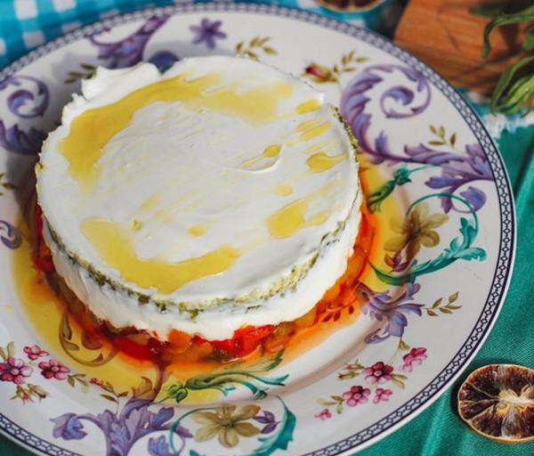 Քամած մածուն խորոված պղպեղով և թարխունի սոուսով Նուբարա Ռեստորան