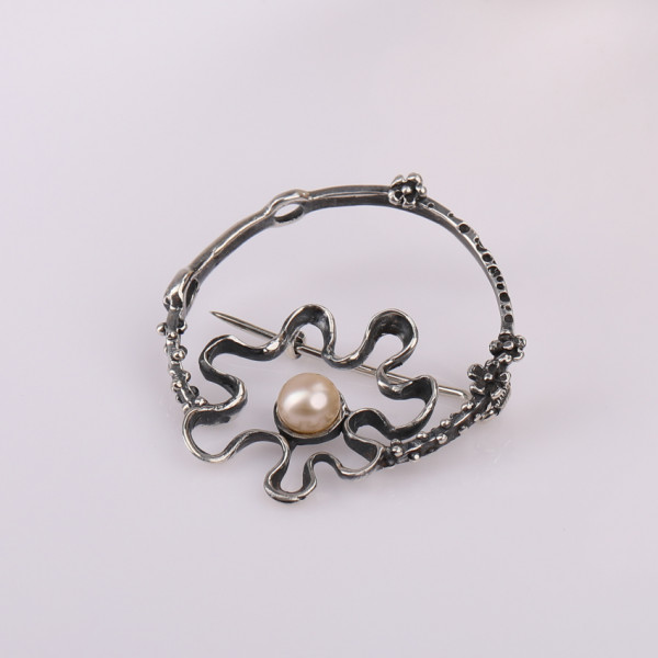 Silver brooch for women Pearl shine Kara Silver