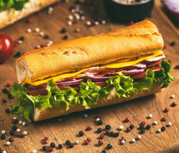 Բեկոնով և Պեպերոնիով սենդվիչ 15սմ 12 Կտոր Պիցցա