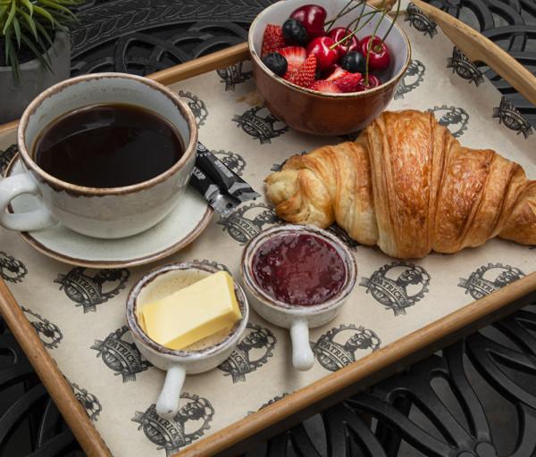 Ֆրանսիական կոմբո ջեմով և կրուասանով Patrick's Pastry