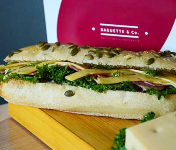 Խոզապուխտով և պանրով սենդվիչ (մեծ) Baguette & Co