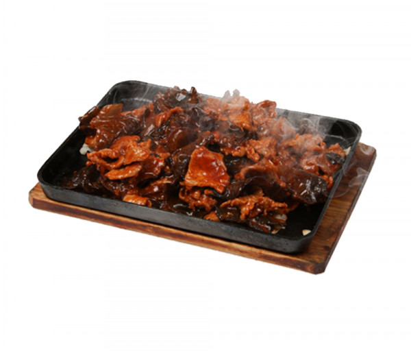 Հորթի միս ծովային սև սնկով թթու-քաղցր-կծու սոուսի մեջ տախտակի վրա Պեկին Ռեստորան