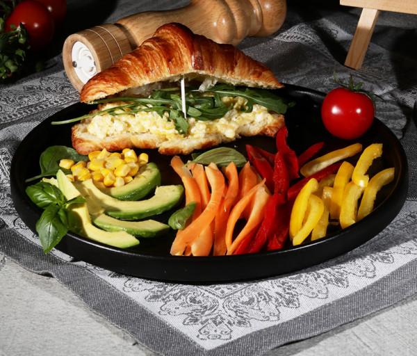Կրոասանով սենդվիչ և բանջարեղեն ԻնՏեմպո
