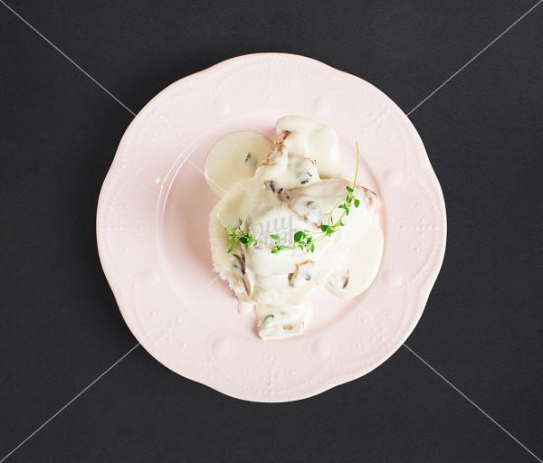 Հավի կրծքամիս սնկով և սպիտակ սոուսով + բրինձ Malocco Cafe